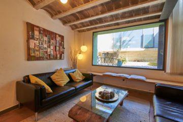 Sala d'estar, amb vistes al pati posterior