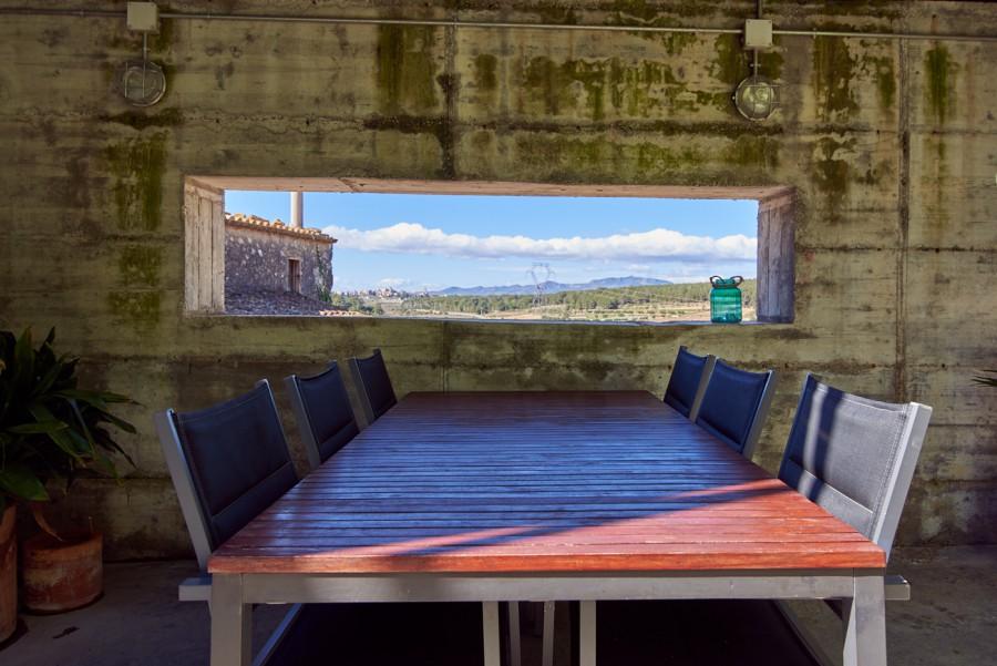 Menjador exterior, amb vistes sobre el Penedès
